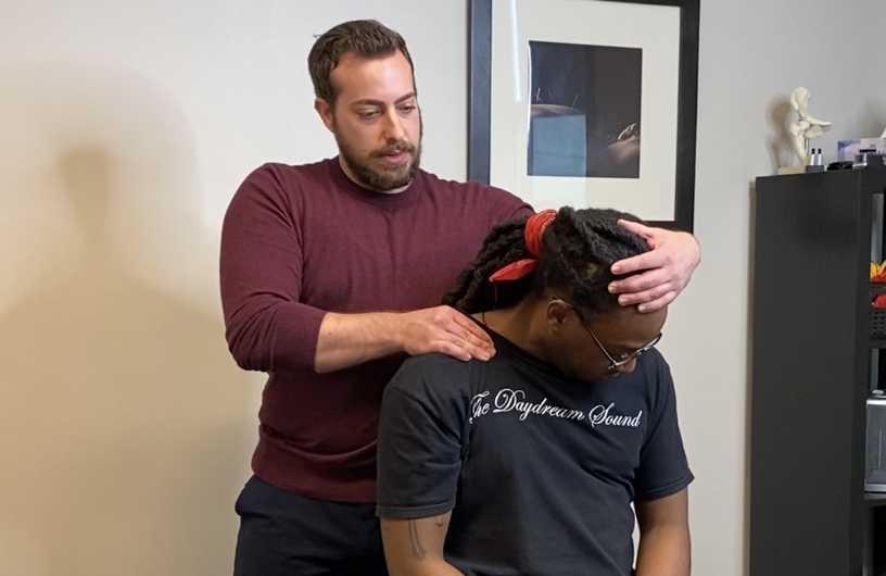 Treat neck pain with a chiropractor